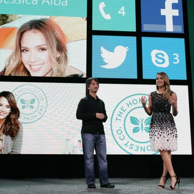 Jessica Alba's personalized Windows Phone 8 Start screen helps her connect with the people and things she cares about most.