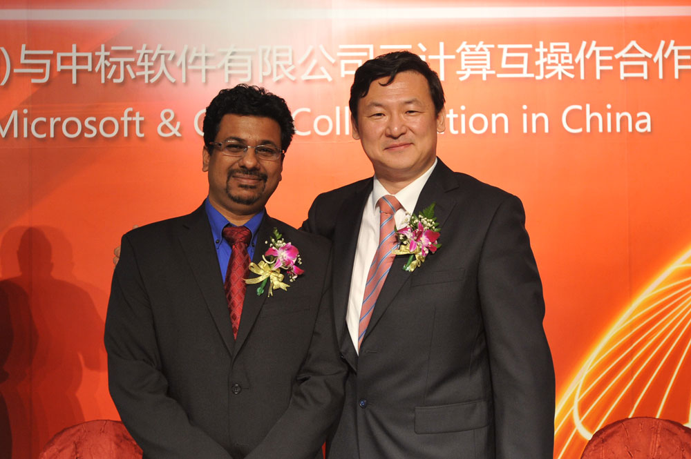 Sandy Gupta, general manager of the Open Solutions Group at Microsoft, and China Standard Software Co. Ltd. vice president Tao Guo at a collaboration signing ceremony in Beijing.