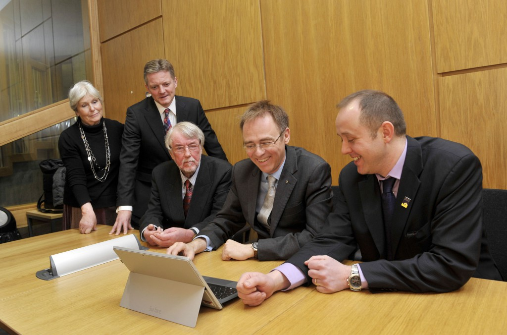 From L-R: Cassandra McNeir; Chris Forrest, Managing Director Microsoft Scotland; Leo McNeir, Director of The European Language Initiative; Dr Alasdair Allan MSP, Minister for Learning, Science and Scotland's Language and Daibhidh Boag, Head of Gaelic Usage at Bòrd na Gàidhlig